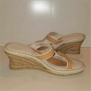 Born Drilles Tan Leather Wedge Sandals 9
